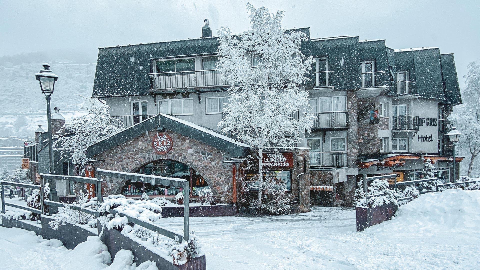 Hotel Llop Gris - Mountain hotel